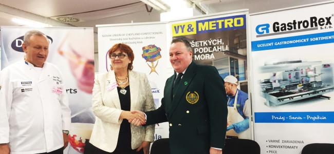 Slávnostný podpis medzinárodnej zmluvy ospolupráci medzi SZKC aÍrskym zväzom kuchárov acukrárov