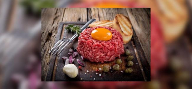 """Podávanie """"tatárskych biftekov"""" je za určitých podmienok vreštauráciách od 1. júna 2017 povolené"""